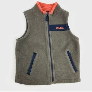 💁🏻♀️SUMMER SALE 2/$5💁🏻♀️ Baby gap vest